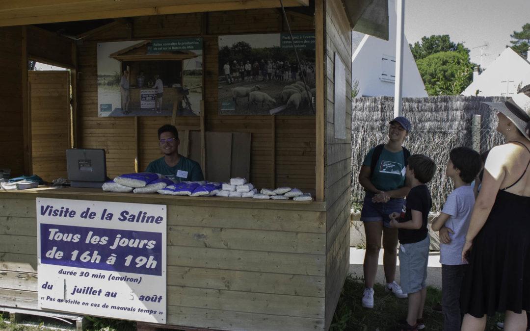 Visite de saline : 2 Médiateurs Nature à la manœuvre